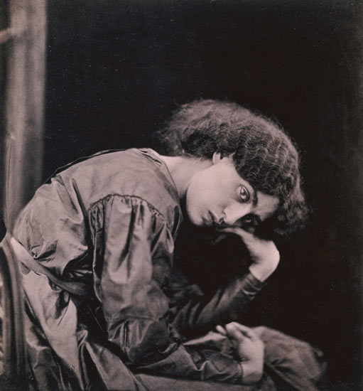 http://preraphaelitesisterhood.com/wp-content/uploads/2008/01/jane-morris-seated.jpg