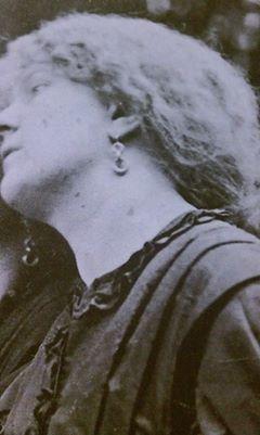 fanny-earrings