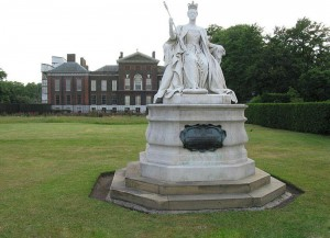 Princess Louise 's statue of Queen Victoria can be seen at Kensington Palace.