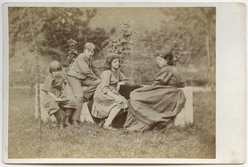 May Morris (center) provided the head of both angels in 'La Ghirlandata'. The other children in this photo are Margaret Mackail (née Burne-Jones); Sir Philip Burne-Jones, and Jane Alice (Jenny) Morris