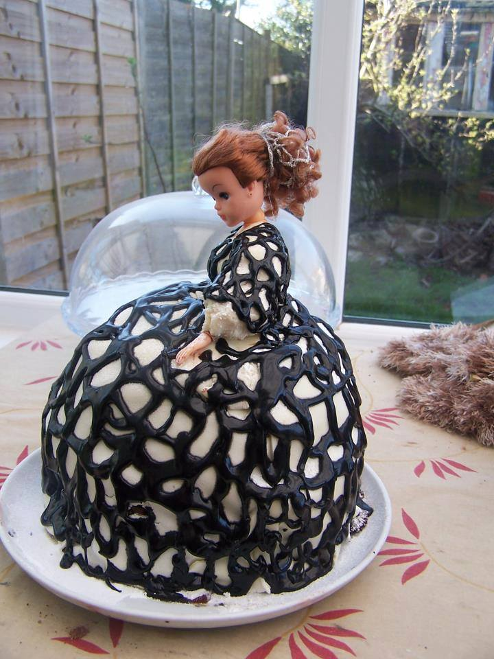 Thank you to Kirsty Stonell Walker for letting me share a photo of her Sidonia-inspired cake!