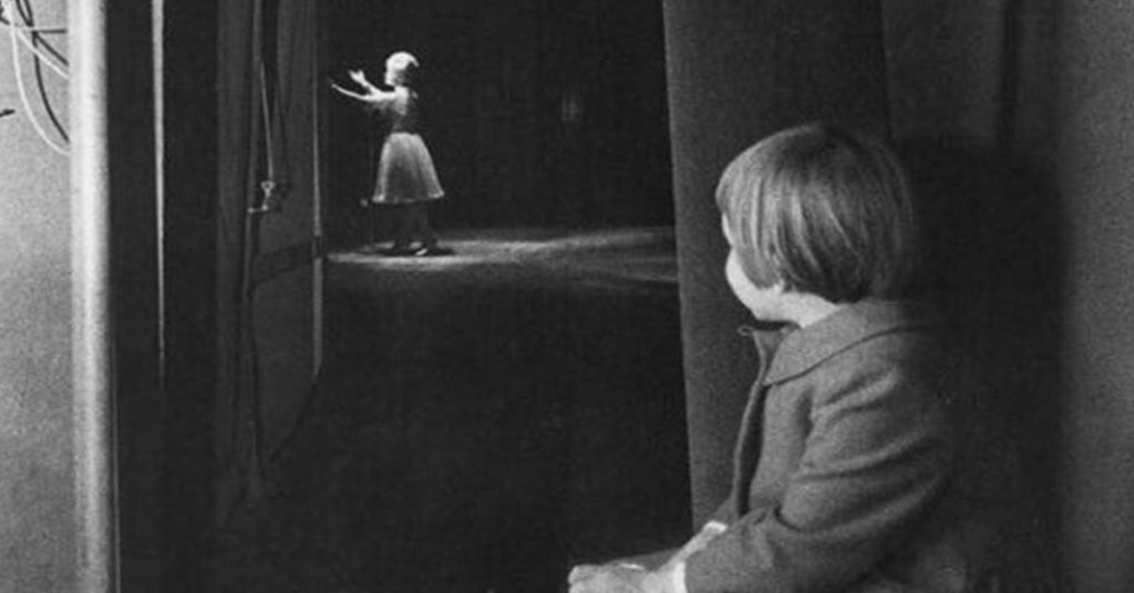 Carrie Fisher watching her mother, Debbie Reynolds, perform.